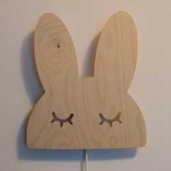 lampka led królik na ścianie